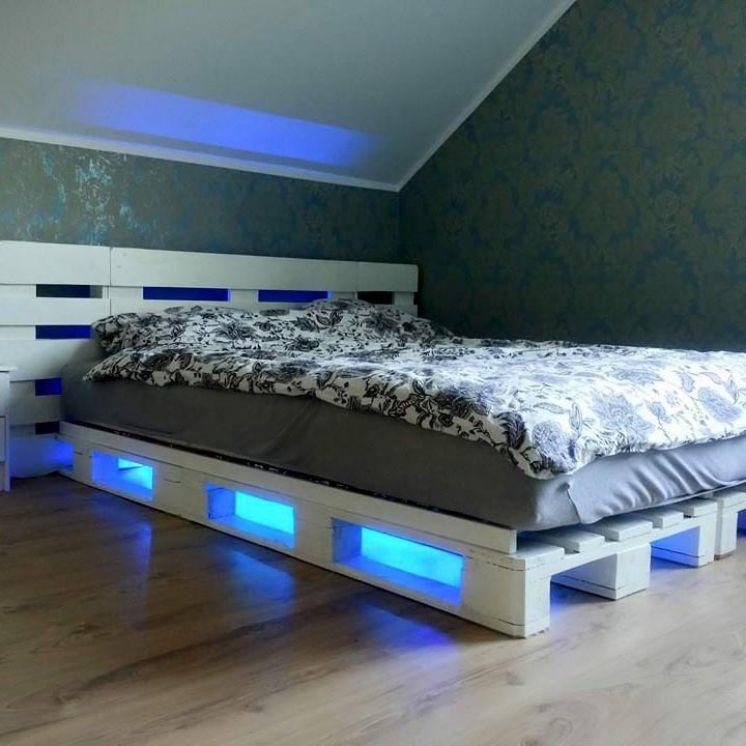 Podświetlane łóżko paletowe
